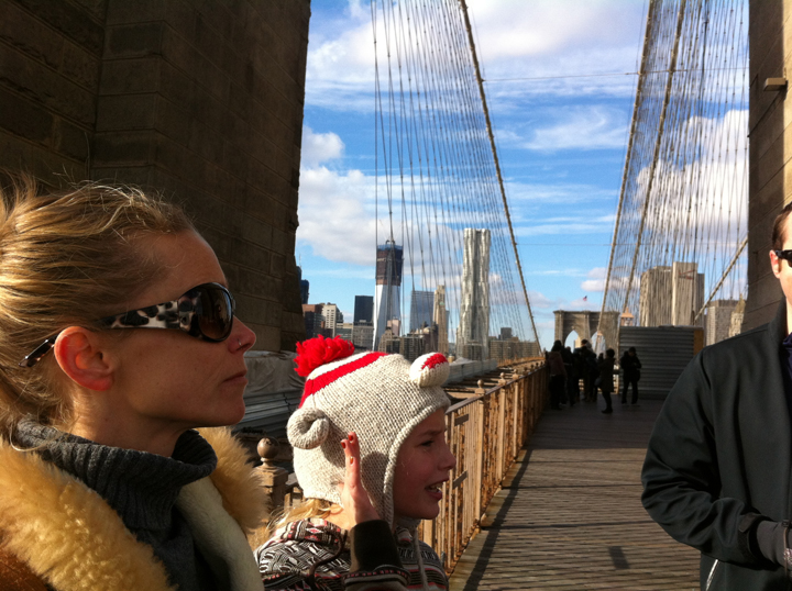 fran-and-lucy-brooklyn-bridge